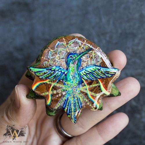 Black Light Hummingbird AwA Pendant