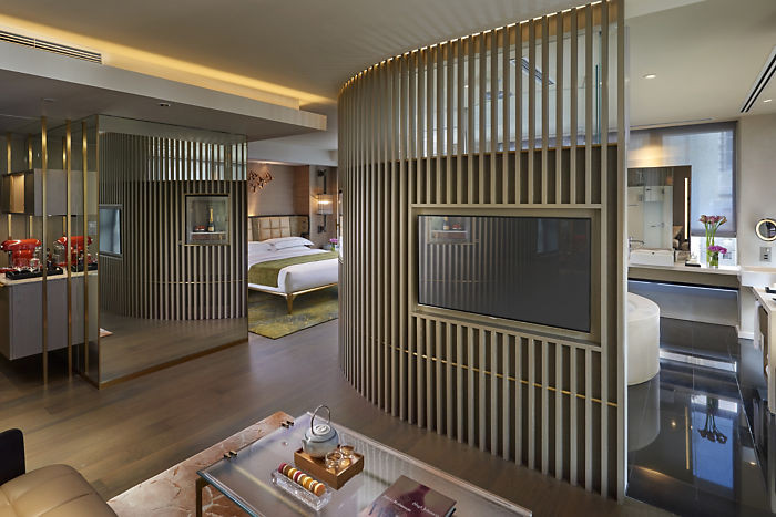 Travel: The Landmark Mandarin Oriental-New Suites & New Sweets in Hong Kong