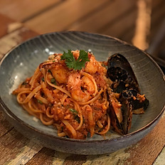 SEAFOOD SPAGHETTI WITH MUSSEL & PRAWNS