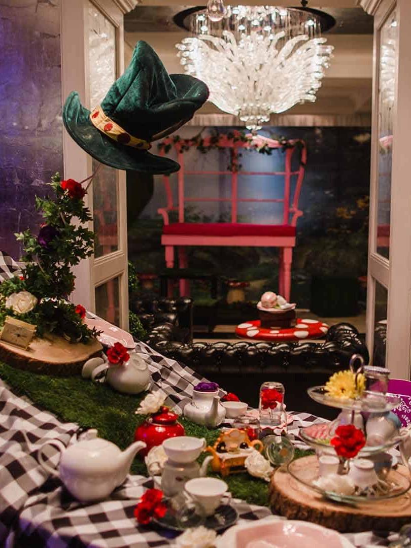 Alice-In-Wonderland-Themed-Party.jpg