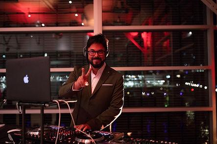DJ Carl Animation DJ Discomobile animateur photobooth miroir québec événement congrès banquets mariage