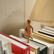 本棚を走る
