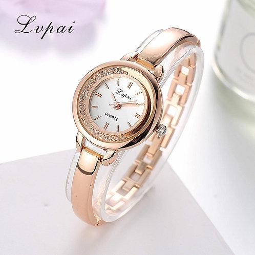 שעון יד מחוגים לנשים , יפה ויחודי