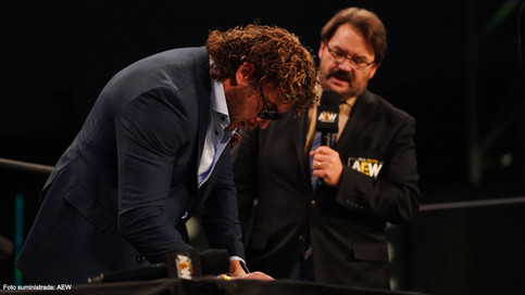 AEW: Kenny Omega firma contrato para lucha por el título mundial; Jon Moxley atacado tras bastidores