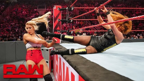 Notas de RAW: Rollins domina la estelar; NUEVOS Campeones en Pareja; Lynch y Bayley vs. Evans y Blis
