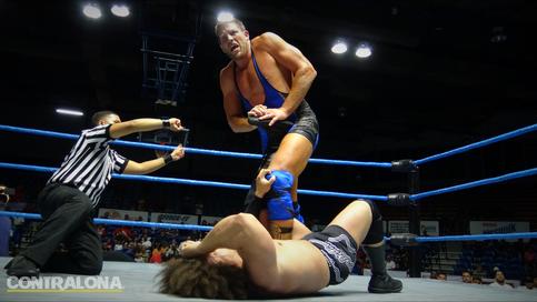 Ex Campeón Mundial de WWE debuta en el mundo del MMA con una gran victoria