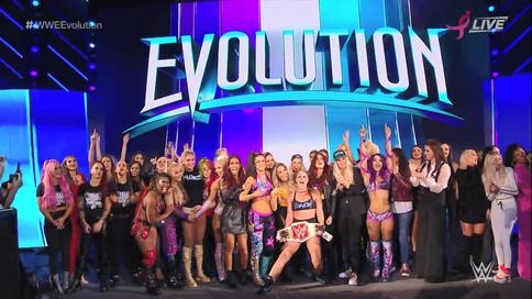 WWE hace historia con su división femenina en el evento EVOLUTION