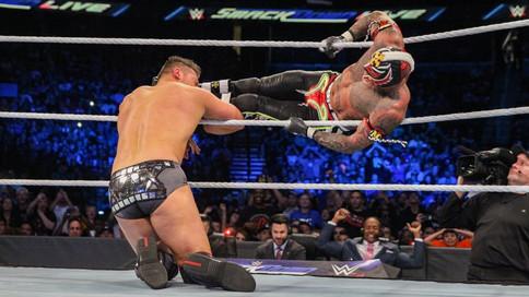 SmackDown LIVE: Confrontación entre Lynch y Flair; Mysterio en acción; ¿Problemas entre Styles y Bry
