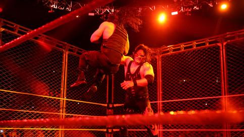 RAW: The Shield listo para luchar juntos en WWE TLC; Kane hace su regreso