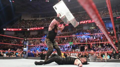 WWE Payback: Strowman destroza a Reigns; NUEVA Campeona en RAW