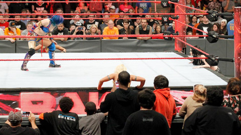 RAW: Strowman toma venganza ante Kane; Absolution domina la división femenina; Reigns vs. Elias (VID