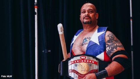 IWA / MLW: Savio Vega reta a Richard Holliday a un Caribbean Strap Match (VIDEO)