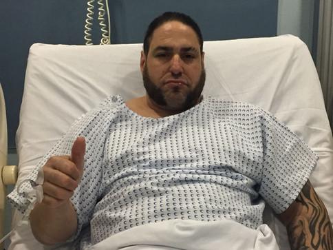 UPDATE: Ricky Banderas en recuperación luego de cirugía en sus rodillas