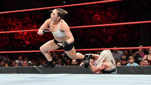 RAW: Heyman llora ante las cámaras; Rousey derrota a Fox; Strowman sigue sorprendiendo (VIDEOS)