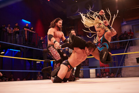 Lucha Underground: Johnny Mundo y Taya chocan ante Kobra Moon y su tribu (FOTOS y VIDEO)