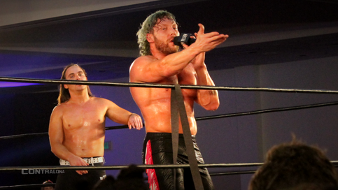 NJPW: Kenny Omega TRAICIONADO por The Bullet Club (VIDEO)