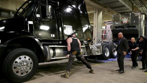 RAW: Explota en FURIA Braun Strowman al ser despedido; Rollins vs Bálor; Asuka vs Jax (VIDEOS)