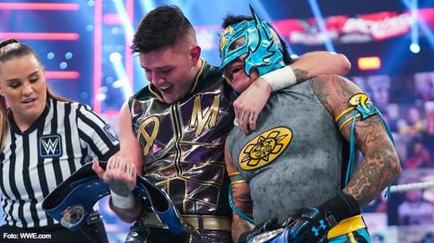 CHOQUE ENTRE FAMILIAS: Padre e hijo contra hermanos gemelos en WWE SmackDown