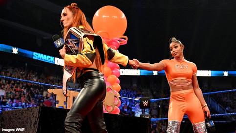 SmackDown: Lynch arruina homenaje a Belair; New Day vs. Reigns y Usos este lunes en Raw (VIDEOS)