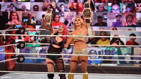 ÚLTIMA HORA: Regresa Charlotte Flair y se convierte en Campeona en Parejas de WWE junto a Asuka