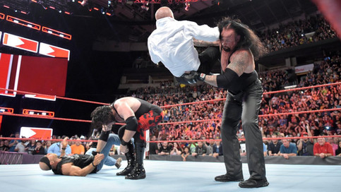RAW: Undertaker y Kane atacan a Shawn Michaels y Triple H; The Shield en luchas individuales (VIDEOS