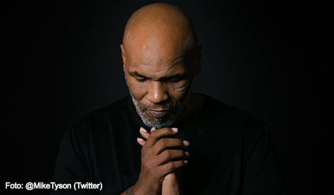 Mike Tyson regresa a la lucha libre profesional (VIDEO)