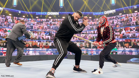 SmackDown: Rey Mysterio le lanza un reto INFERNAL al Campeón Universal Roman Reigns