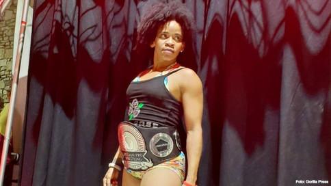 La Rosa Negra se convierte en la PRIMERA campeona de Mission Pro Wrestling en Texas