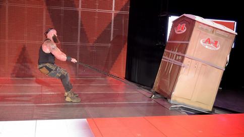 RAW: Strowman humilla nuevamente a Owens; Luchas confirmadas para Extreme Rules y más (VIDEOS)