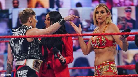 WWE: ¿Están Charlotte Flair y Sonya Deville abusando del poder y autoridad en Raw?