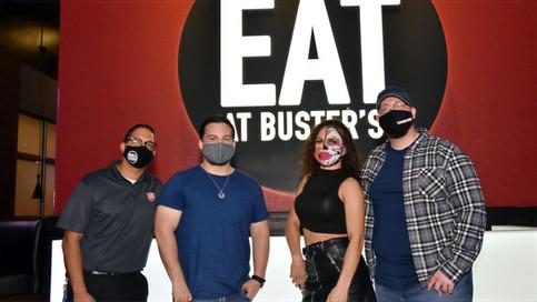Un encuentro íntimo y seguro entre Thunder Rosa y sus fanáticos puertorriqueños (FOTOS y VIDEO)