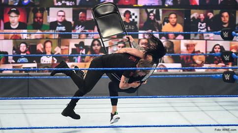 ¿Crees conocerlo? Edge regresa a SmackDown a confrontar a Roman Reigns (VIDEO)