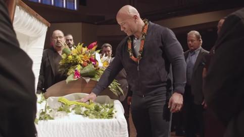 Emotivo video de The Rock y familia en servicio fúnebre de su padre Rocky Johnson