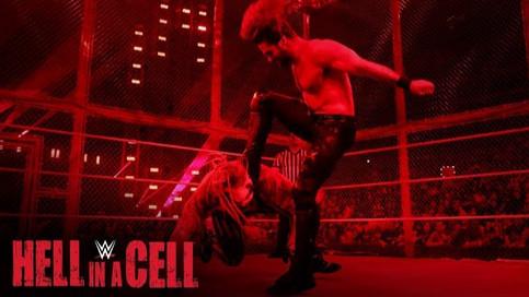 WWE HELL IN A CELL: Encuentro estelar culmina siendo detenido; Cambios de títulos femeninos (VIDEOS)