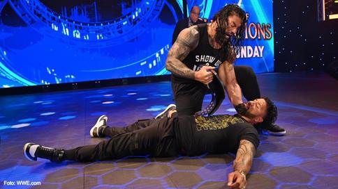 SmackDown: Dos primos, una familia, un solo Campeón Universal (VIDEOS)