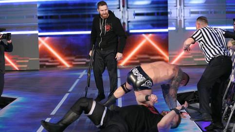SmackDown LIVE: Owens derrota a Orton; Traición entre los Hype Bros; Debuta The Riott Squad (VIDEOS)