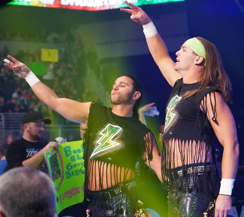 AEW: Oficial The Young Bucks vs. Ortíz y Santana; Encuentros para la próxima semana