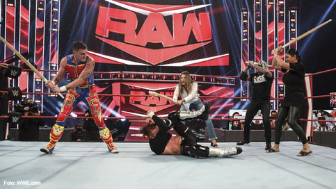 Ojo por ojo, quijada por quijada y el desquite familiar fueron la orden del día en RAW (VIDEOS)