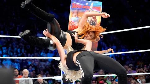 SmackDown LIVE: Flair se desquita con Lynch; Styles preparado para Super Show-Down; Una noche en Mil