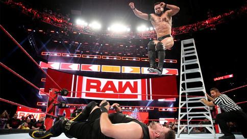 RAW: Balor vs. Owens en la estelar; Continúa la guerra entre Reigns y Mahal, Corbin con nuevo puesto
