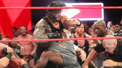 RAW: Reigns y Lashley se van a los golpes; Rollins vs. McIntyre en lucha de estipulaciones y más (VI