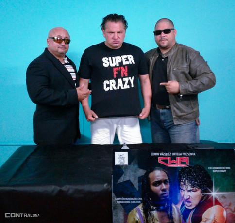 Super Crazy asegura victoria sobre Sensacional Carlitos en CWA Desafío