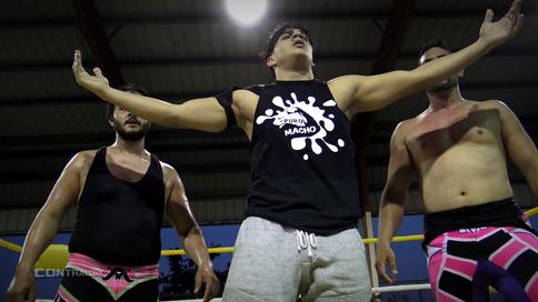 Puro Macho hace acto de presencia en cartelera y ataca a talentos de WWL