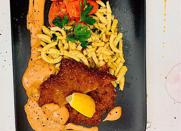 Schnitzel mit Rahmsauce, Butterspätzle & Vichy Karotten