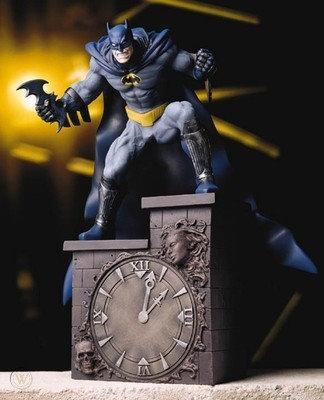 DC Direct Batman (On clock tower) Estatua Full Size