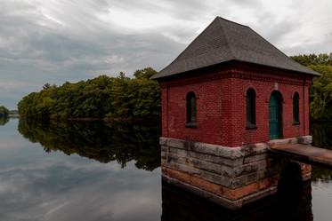 Reflective Reservoir