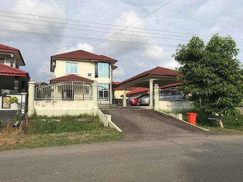 Banglo Dua Tingkat di Kampung Tersusun Bukit Larang/Telok Mas