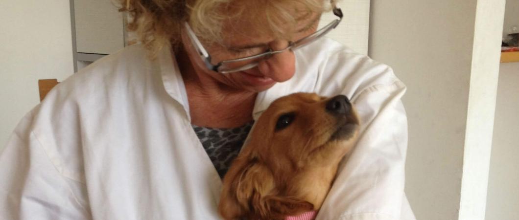 תמונה של שלומית עם כלבלב