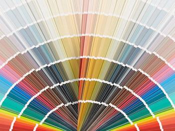 Löydä värisi- värikylläisyys- kirkas vai murrettu