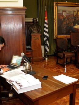 Prof. Alexandre Mendonça Munhoz, sala da congregação na Faculdade de Medicina da Universidade de São Paulo (FMUSP)